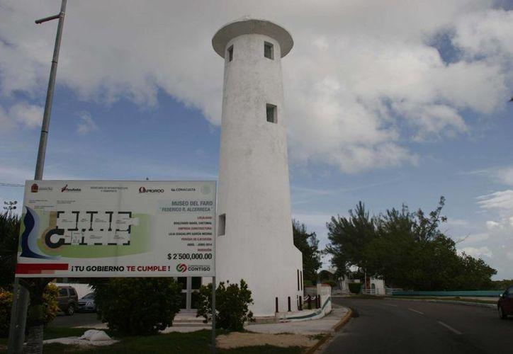 La escultura es creación del chihuahuense, Enrique Carbajal González. (Harold Alcocer/SIPSE)