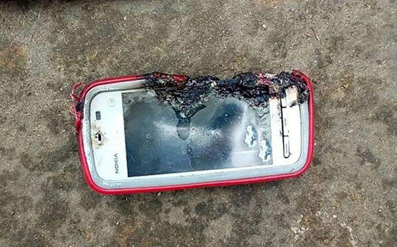 FUERTE IMAGEN: Nokia 'explosivo' mata a una adolescente en la India