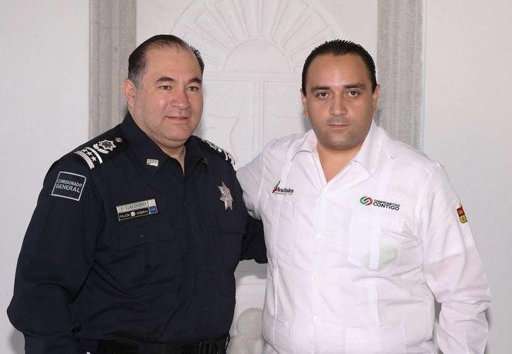 El comisionado general de la Policía Federal, Enrique Galindo Ceballos y el gobernador del estado. (Cortesía/SIPSE)