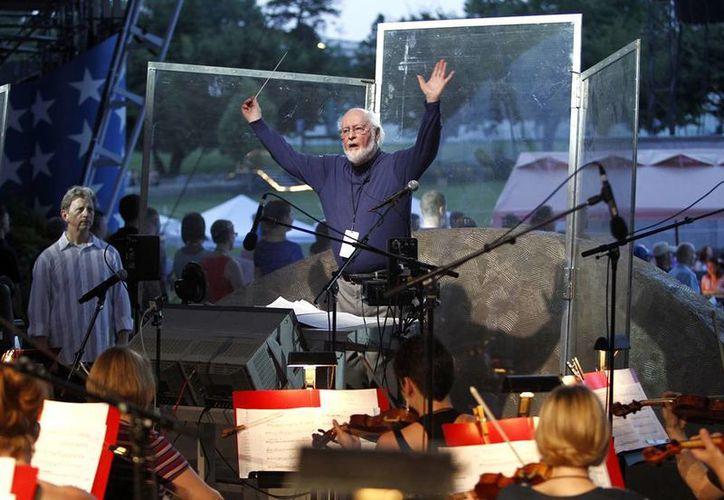"""La nueva versión de """"The Star-Spangled Banner"""", de John Williams (c) incluirá coros, trompetas, orquesta y cañones. (AP)"""