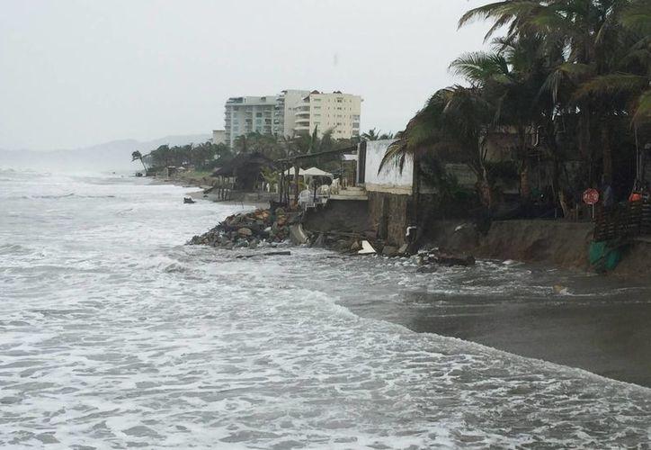 Debido al huracán Dolores, los puertos de Acapulco y Zihuatanejo fueron cerrados a la navegación. (Notimex)