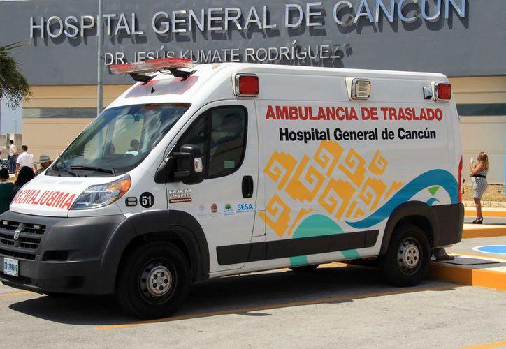 El hospital  reciben cada 12 horas, 15 ambulancias al día de diferentes lugares de la ciudad. (Israel Leal/ SIPSE)