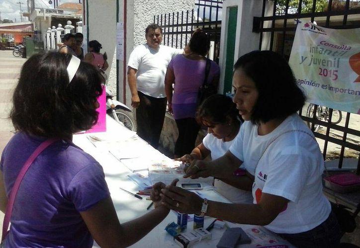 Se registra un numero promedio de dos votantes cada diez minutos. (Javier Ortiz/SIPSE)
