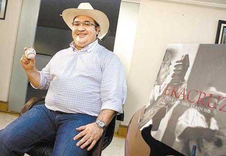 Durante la entrevista, el gobernador Javier Duarte informó que ya se ha reunido en Estados Unidos con las más importantes empresas petroleras del mundo. (Daniel Cruz/Milenio)