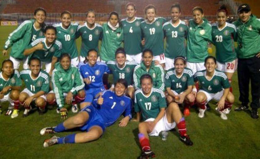 Las mexicanas ya ganaban 2-0 antes de irse al descanso del medio tiempo. (Foto: Twitter/FMF)