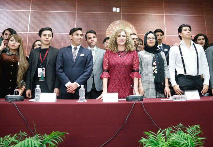 """Luz María Beristain Navarrete inauguró el Foro Juvenil Interdisciplinario: """"La Mujer en la Sociedad del Siglo XXI"""". (Cortesía)"""