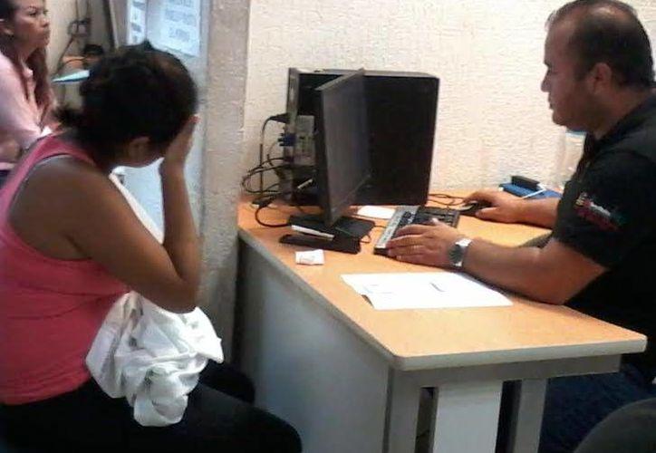 La afectada acudió a declarar los hechos ante la autoridad correspondiente. (Lara Alfaro/SIPSE)
