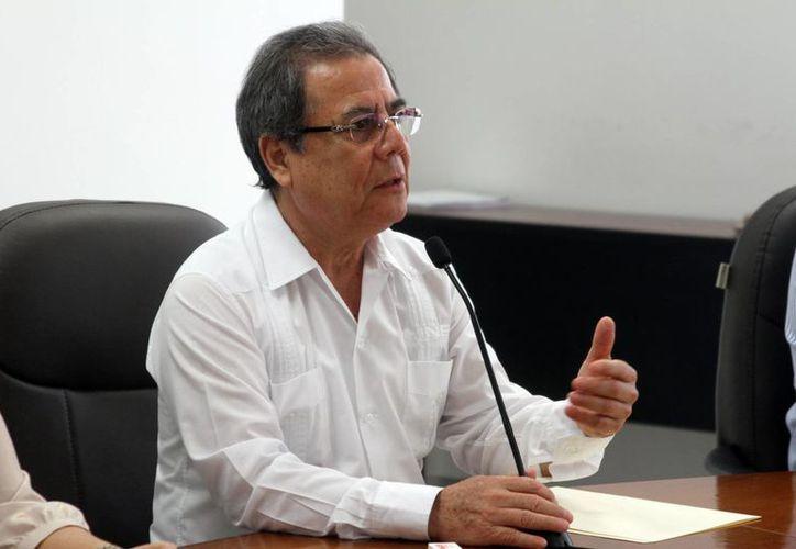 El consejero presidente de la Junta Local del Instituto Nacional Electoral en Yucatán, Fernando Balmes Pérez, pidió a la población abstenerse de utilizar equipos electrónicos para registrar 'su voto'. (César González/SIPSE)