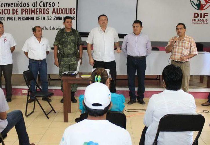 Autoridades municipales y militares dieron la bienvenida al curso. (SIPSE)