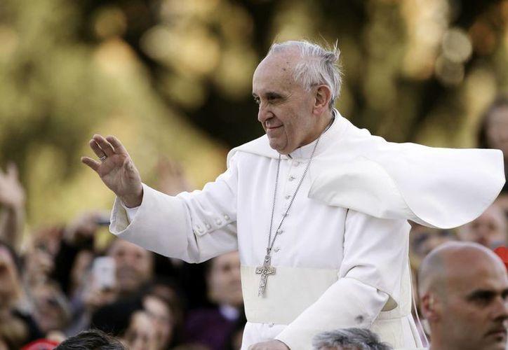 Hay muchas confesiones más, mucha gente conmovida por el nuevo Papa, dicen los sacerdotes. (Agencias)
