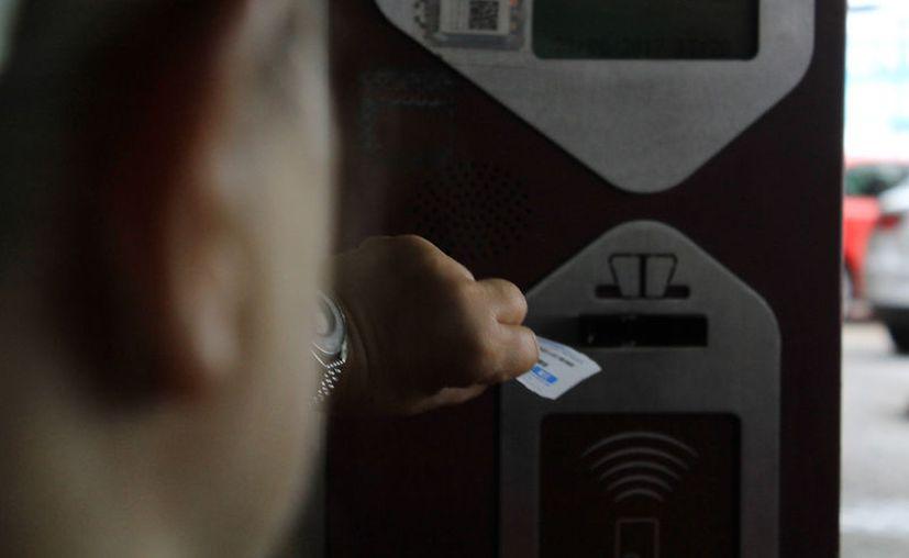 Los estacionamientos de Plaza Las Américas y Outlet ya cuentan con una nueva tarifa. (Luis/SIPSE).