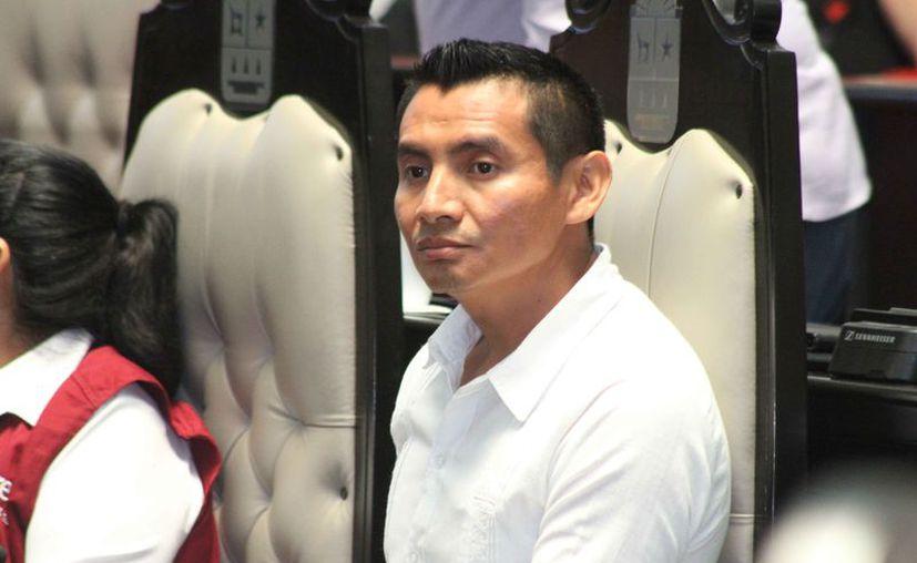 """Alberto Batún Chulim dijo que la decisión fue tomada para encontrar un """"punto medio"""" entre las administraciones de la legisladora. (Daniel Tejada/SIPSE)"""