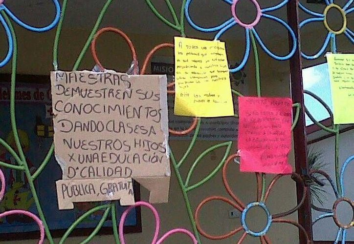 En otros planteles educativos fueron colocadas pancartas. (Julián Miranda/SIPSE)