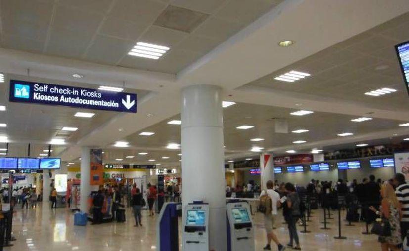 El hecho se registró en la banquete de la terminal dos del aeropuerto de Cancún. (Redacción)