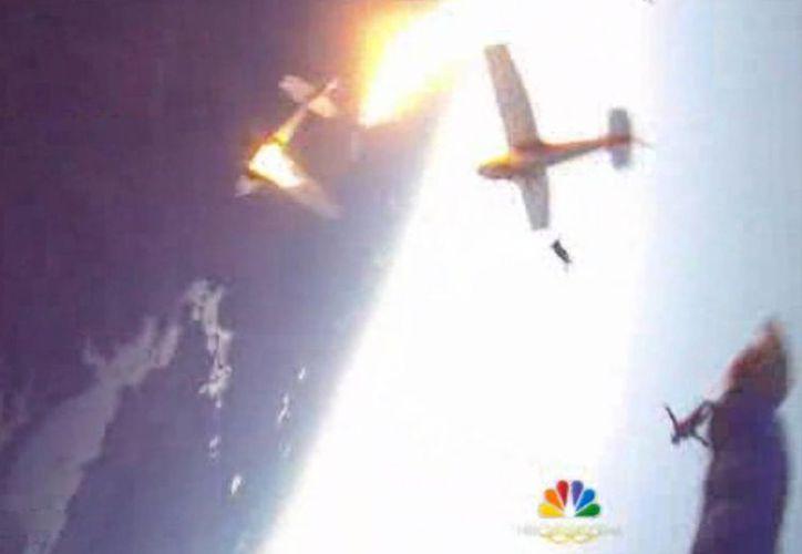 A pesar de la colisión, una de las aeronaves logró aterrizar y no hubo muertes. (Foto: Skydive Superior/NBC)