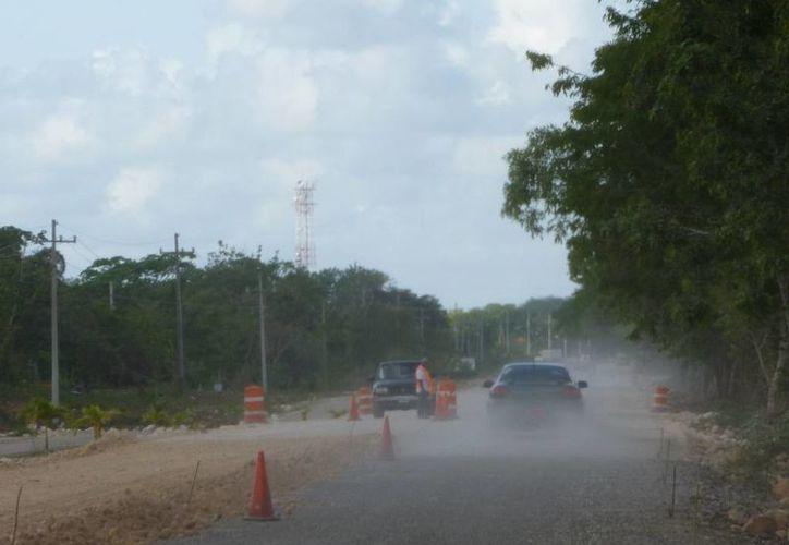 La empresa Mool realiza los trabajos de modernización de la carretera. (Raúl Balam/SIPSE)