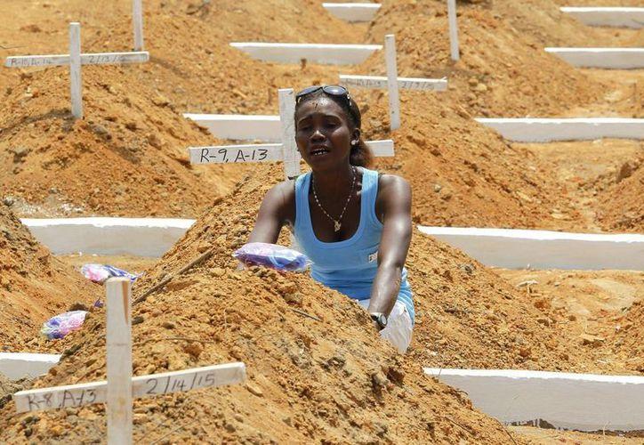 La epidemia de ébola ha matado hasta el momento a 10 mil 600 personas. (EFE)