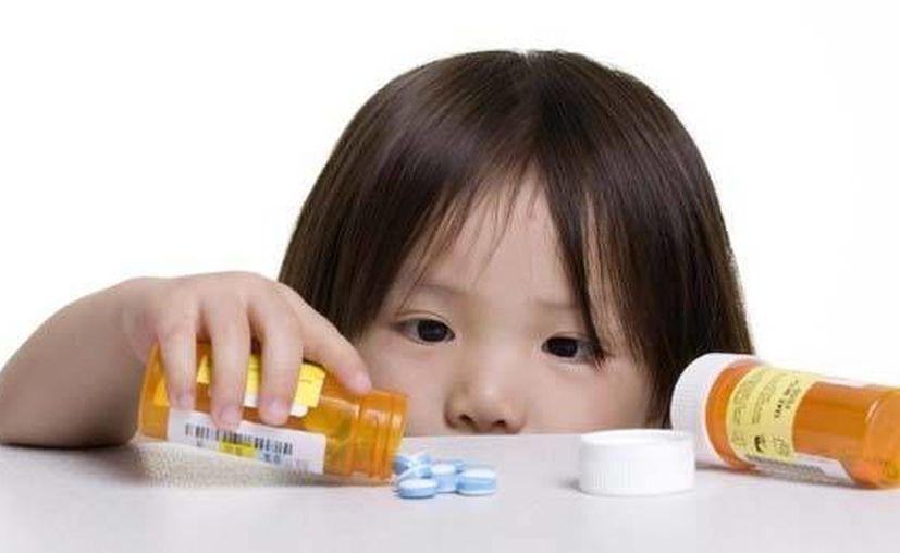 Los productos químicos se deben mantener en un mueble o cajón cerrado con llave, fuera del alcance de los niños. (Foto de Contexto/Internet)