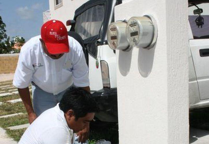 Aguakan realiza desde el mes pasado un censo de sus clientes en Solidaridad. (Adrián Barreto/SIPSE)