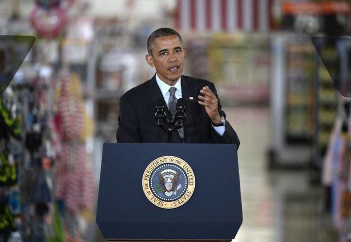 Obama habla ante los dignatarios locales y los socios de ventas de Walmart. (EFE)