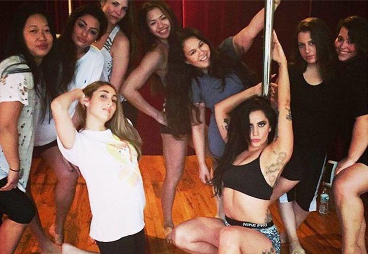 La neoyorquina de 28 años, cuyo nombre real es Stefani Joanne Agelina Germanotta, publicó a través de cuenta de Instagram imágenes y también un par de videos de sus progresos con el 'pole dancing'. (Instagram)