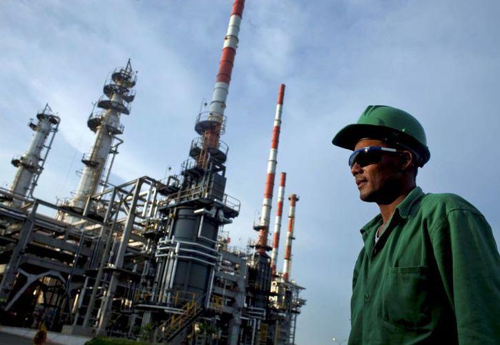 Las empresas petroleras y las mineras en promedio pagaron sobornos con valor del 21 por ciento del valor de los proyectos. (oronegro.mx)