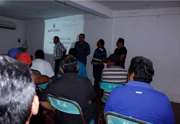 La reunión se realizó en el local del Sindicato de Taxistas. (Raúl Balam/SIPSE)