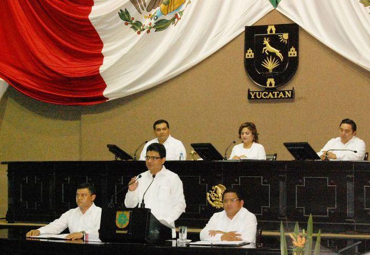 El presidente de la Codhey, Jorge Victoria Maldonado, durante la presentación de su informe. (Cortesía)