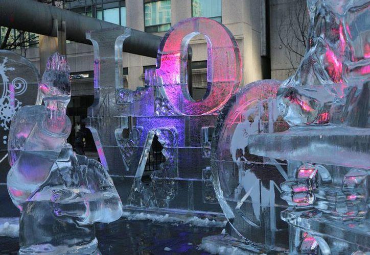 Toronto celebró el Festival de Hielo con figuras alusivas al amor. (Notimex)
