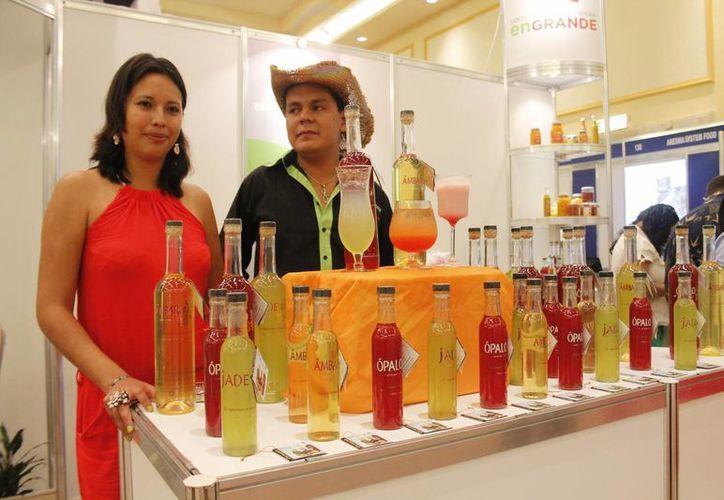 Cancún se posicionó como un centro de comercio internacional en donde pueden despegar los productos nacionales. (Israel Leal/SIPSE)