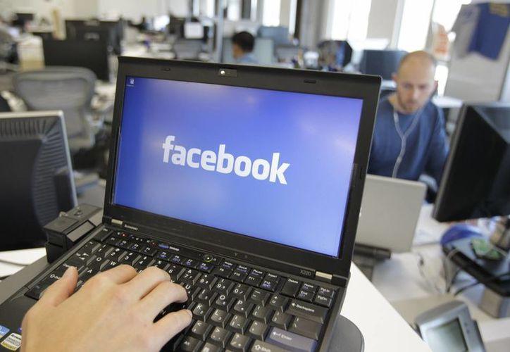 Facebook hizo el cambio en momentos en que afronta una creciente competencia en nuevas redes sociales y para aplicaciones para móviles. (Agencias)