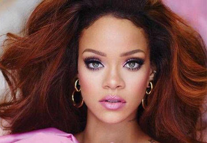 La cantante Rihanna presentó a través de su cuenta personal de twitter la nueva fragancia que se llamará 'RiRi', tal y como es apodada la cantante oriunda de Barbados. (Milenio)