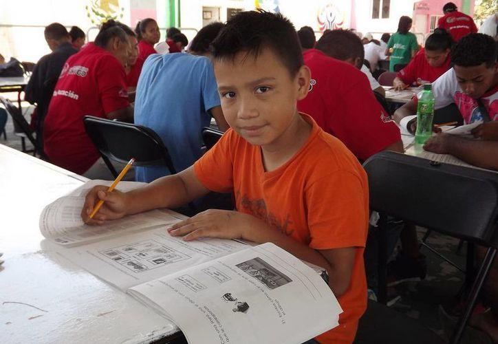 A través de un examen los interesados podrán obtener sus certificados de primaria o secundaria. (Redacción/SIPSE)