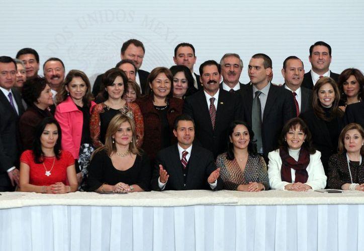 Aspecto de la reunión que sostuvo este marte el presidente Enrique Peña Nieto con senadores del PRI y PVEM. (Notimex)