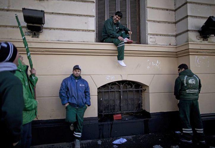 El paro de actividades afectó los servicios en la capital argentina. (Agencias)