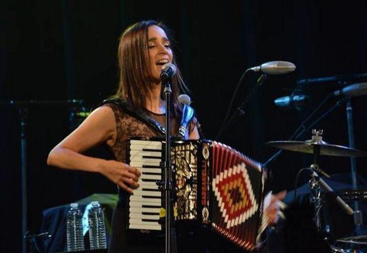 Julieta Venegas cantará por primera vez a los niños debido a que se saben todos sus temas y acompañan a sus papás a los conciertos. (Facebook/Julieta Venegas Oficial)