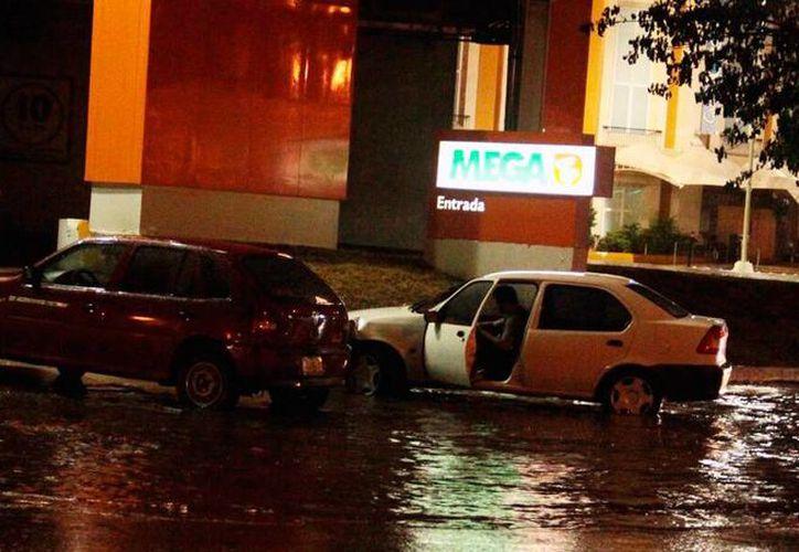 Las zonas norte y poniente de Mérida fueron las que más registraron problemas por la lluvia más intensa del año. (Jorge Acosta/SIPSE)