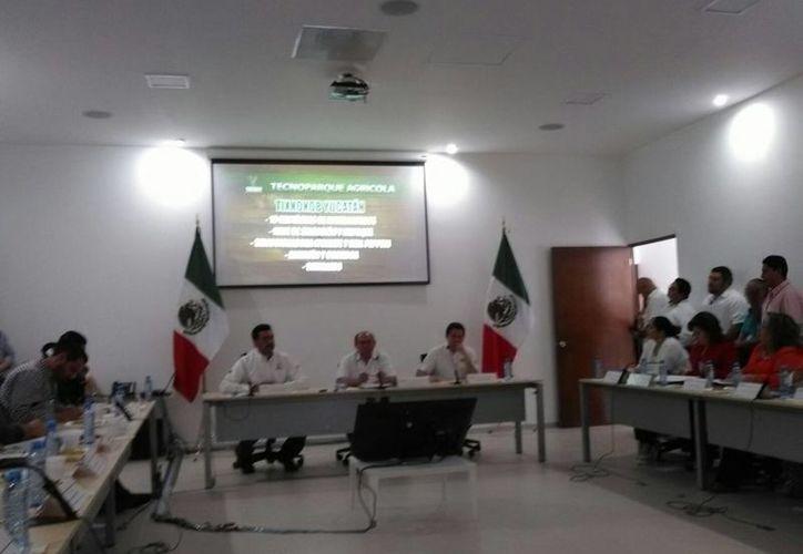Imagen de la comparecencia de los secretarios de Desarrollo Rural, Juan José Canul Pérez y de Desarrollo Social, Mauricio Sahuí Rivero, ante los legisladores del Congreso del Estado de Yucatán. (Israel Cárdenas/SIPSE)