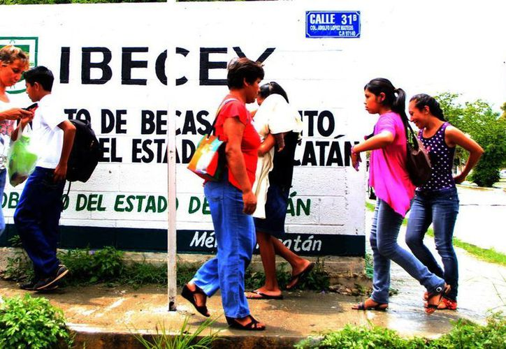 Las becas del Gobierno estatal se incrementarán en 10 por ciento, según el Ibecey. (SIPSE)