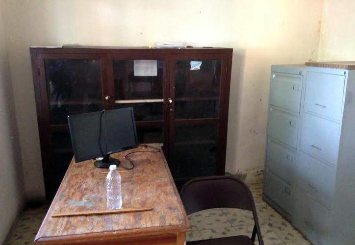 En la foto, la tesorería municipal de Dzidzantún. El actual alcalde Raúl Torres dijo que denunciará a su antecesor por robo y saqueo. (SIPSE)