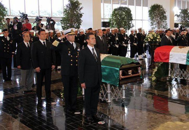 Funerales del vicealmirante Carlos Miguel Salazar Ramonet, atacado por los Caballeros templarios en una carretera de Michoacán. (Notimex)