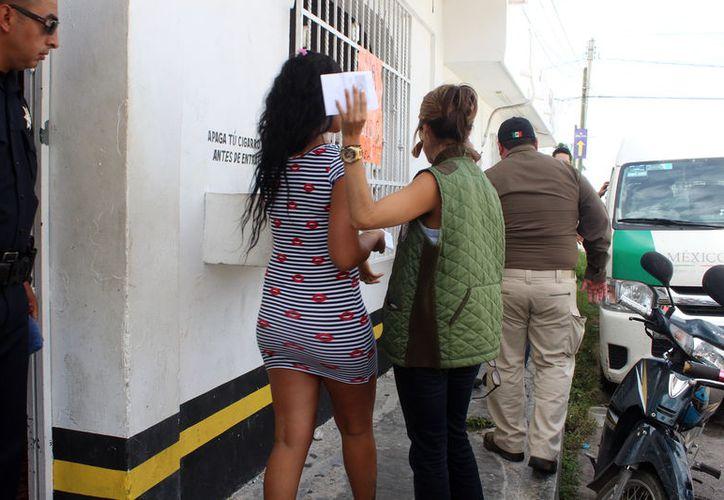 La joven cubana detenida laboraba en las 'Tienieblas', bar de Progreso. (Foto: Milenio Novedades)
