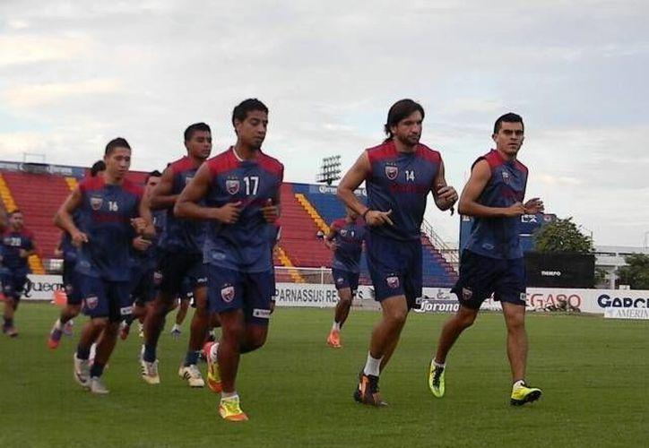 Munuel Vineigra García, apoyará en el medio campo al equipo azulgrana. (Archivo/SIPSE)