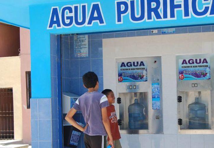 Continúan en la vigilancia en las 80 despachadoras de agua de traga monedas y 32 purificadoras de agua en Benito Juárez. (Tomás Álvarez/SIPSE)