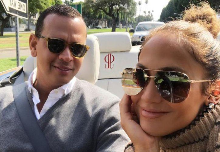 En las versiones vertidas precisaron que las familias de ambos están apoyándolos y sobre todo ilusionadas con el enlace matrimonial de J.Lo y el ahora comentarista deportivo.