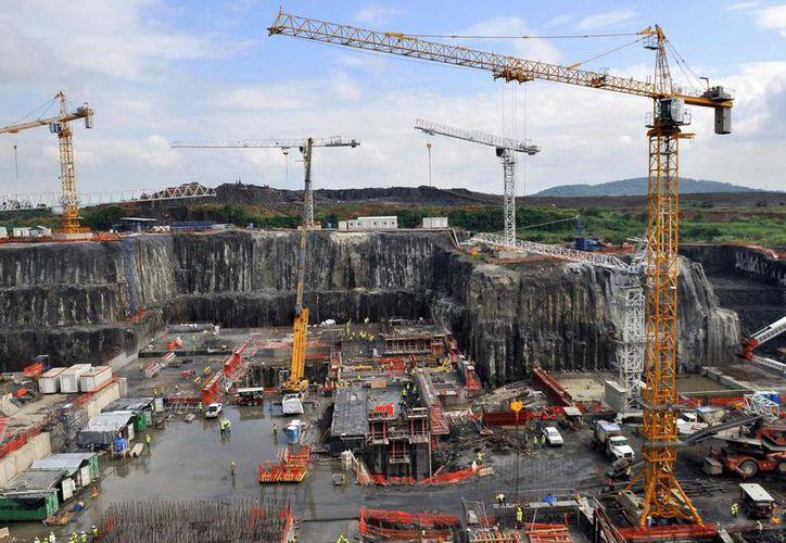 El proyecto de ampliación del Canal de Panamá se inició en 2007 con un presupuesto de cinco mil 250 millones de dólares, de los cuales la edificación de las nuevas esclusas, que comenzó en 2009, absorbió tres mil 118. (EFE/Archivo)