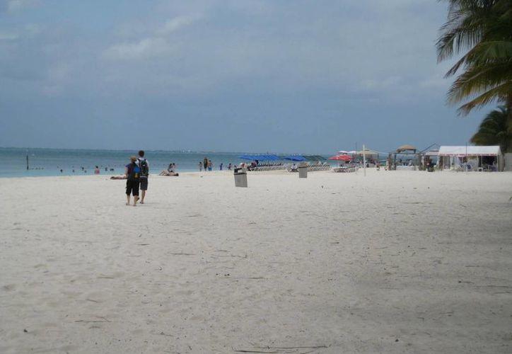 Mal tiempo disminuye la actividad turística en la isla. (Lanrry Parra/SIPSE)