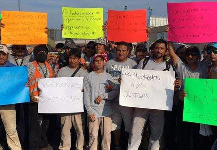 Los trabajadores del puerto de Veracruz exigen la aparición con vida de sus compañeros. (Milenio)