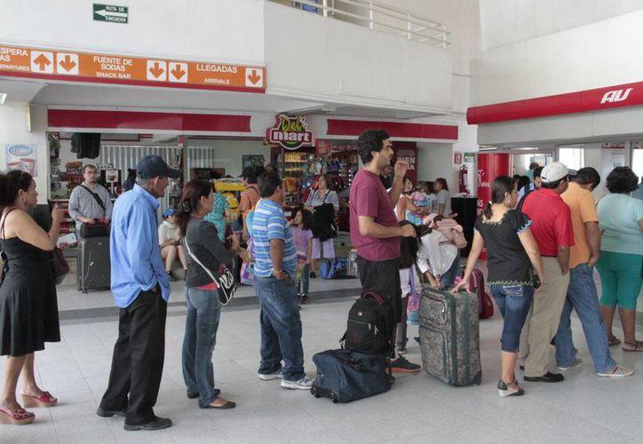Aumentará el movimiento de pasajeros en la terminal de autobuses por temporada navideña. (Tomás Álvarez/SIPSE)