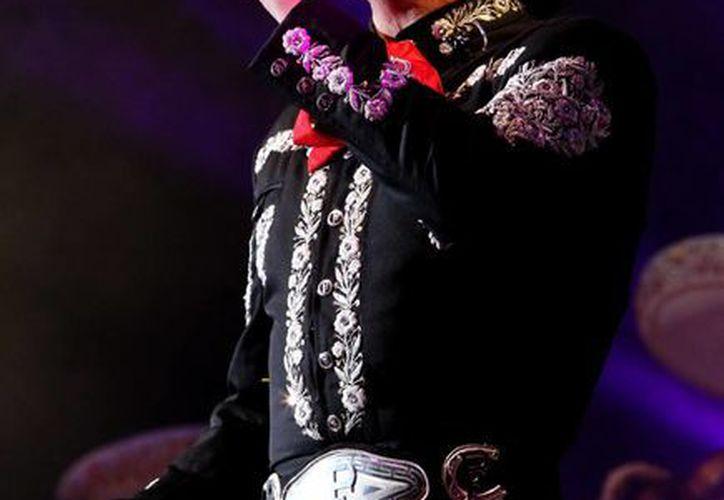 Pedro Fernández aprovechará su faceta de presentador en los Premios Billboard para mostrar su nuevo sencillo. (Notimex)